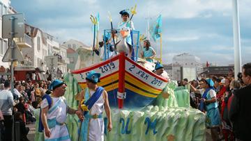 Une marée de raisons de vivre le Carnaval à Nazare