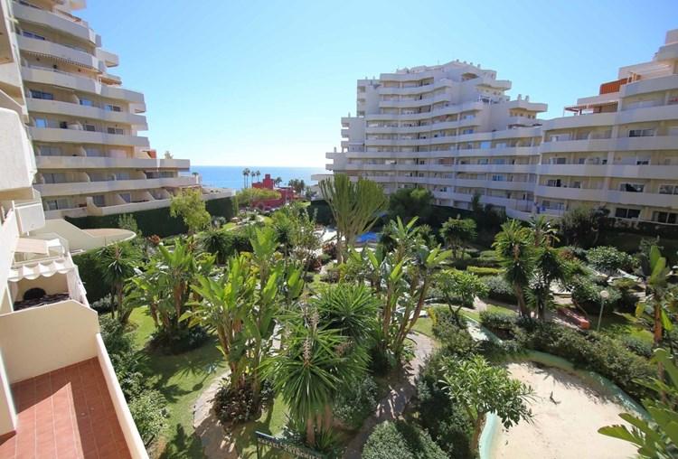 Fabulous studio apartment on the most popular beachfront complex on the coast