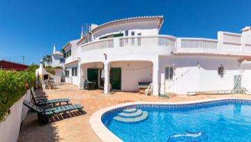 Property of the Week - Traditional Villa in Luz! 😎