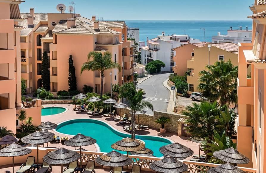 casas do barlavento,real estate algarve,residential tourism investment,resorts market survey,Portugal investment expectations,confidencial imobiliario,APR