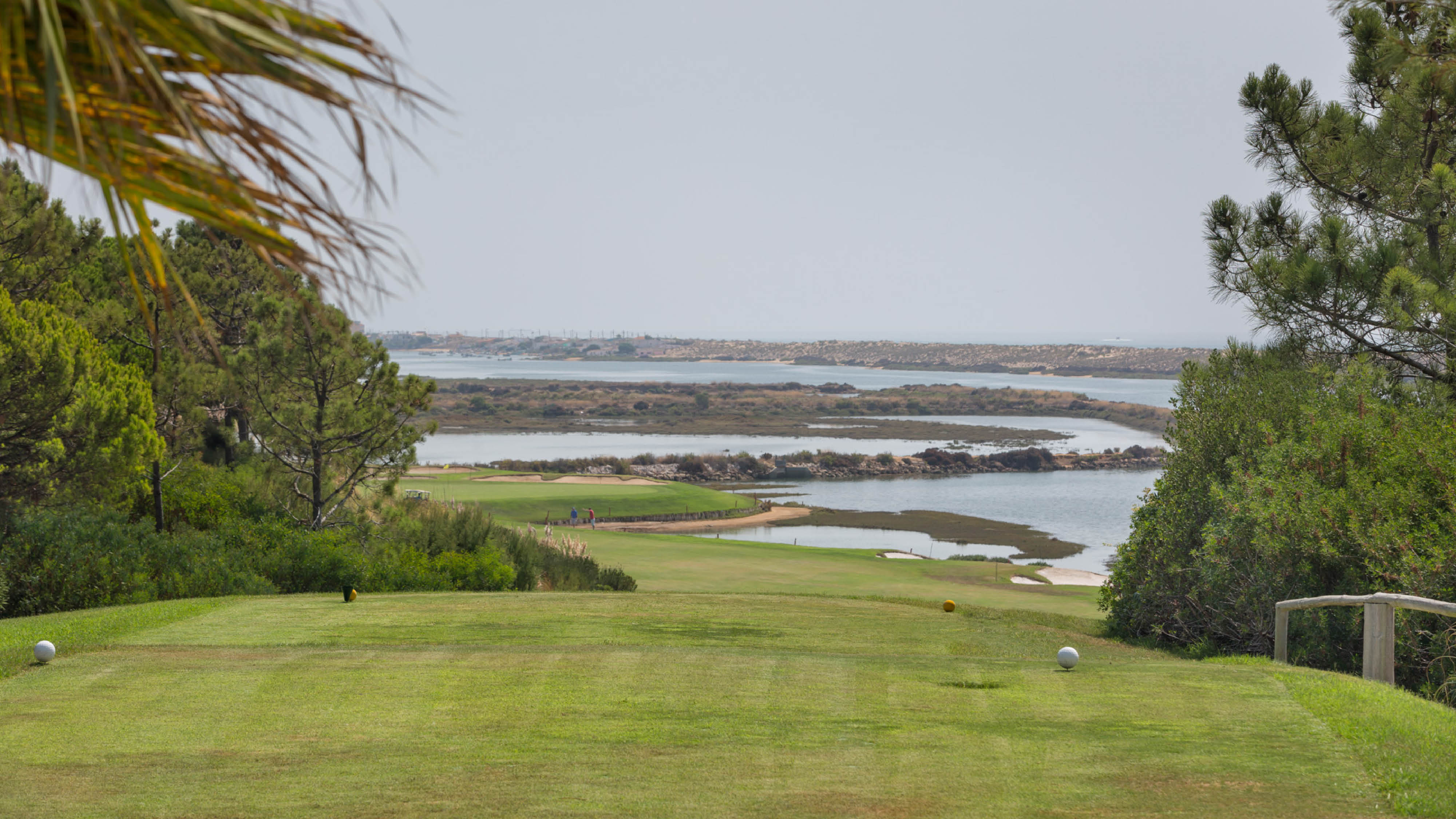 playing golf in the algarve